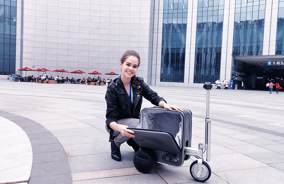 Airwheel SE3 carry on luggage